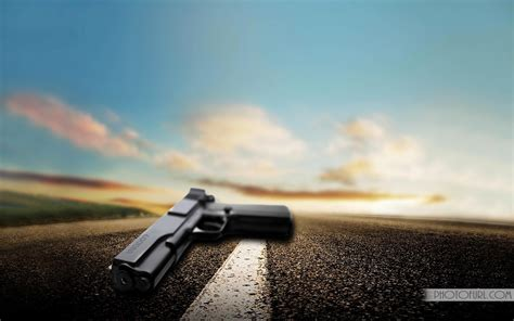 Animated Gun Wallpaper - free automatic guns or pistol desktop wallpapers