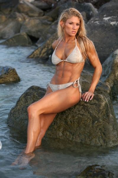 Female Abs Motivation - 25 Pics Of Women With Sculpted Abs