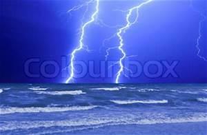 Gewitter Berechnen : gewitter und perfekte lightning ber die welle ozean stock foto colourbox ~ Themetempest.com Abrechnung