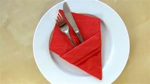 Basteln Mit Servietten : servietten falten bestecktasche einfache diy tischdeko basteln mit papier servietten ~ Buech-reservation.com Haus und Dekorationen