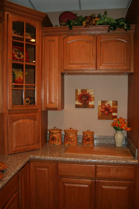 oak kitchen furniture cinnamon oak kitchen cabinets design kitchen cabinets home design ideas