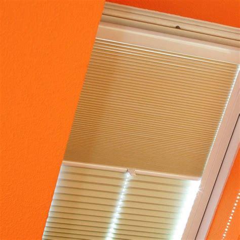 Rollos Und Plissees Fuer Dachfenster by Plissee Rollos F 252 R Dachfenster Rollomeister De