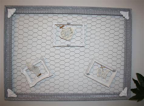 cadre avec grillage a poule grand cadre ancien pele mele avec grillage a poule d 233 corations murales par la cage a deco