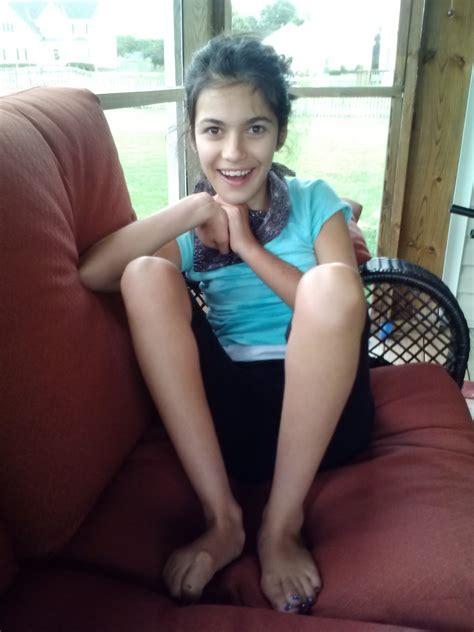 Tween Girls Legs Open