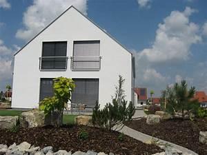 einfamilienhaus holzhaus grosse fenster satteldach With französischer balkon mit garten regenwassertank