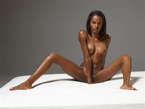 Zoe Saldana Nude And Sexy 20 Photos The Fappening