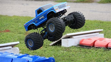 youtube monster trucks racing trigger king r c monster truck racing at the bigfoot 4x4
