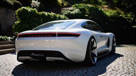 Mission E by Były Kierowca Rajdowy Pozuje Z Porsche Mission E Foto