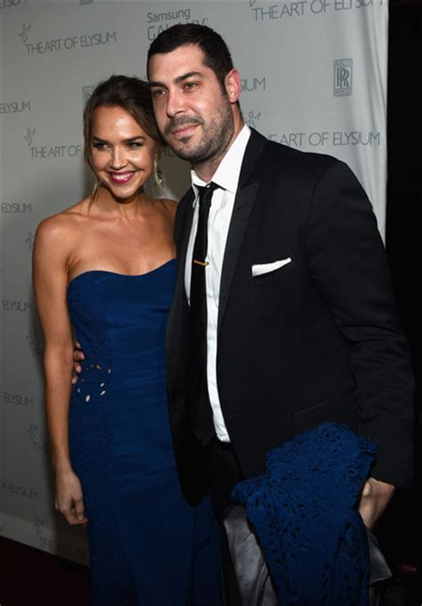 arielle kebbel nic roldan what exactly is stopping hot actress arielle kebbel from