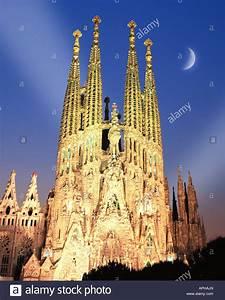 ES - BARCELONA: Temple de la Sagrada Familia by night ...
