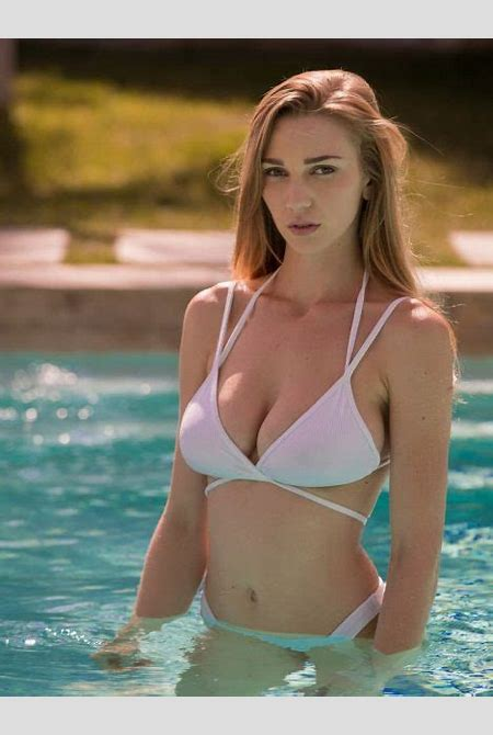 The 25 Exquisitely Sexy Pictures of Kendra Sunderland