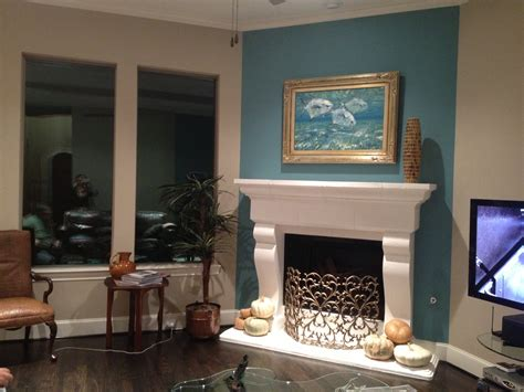 Living Room Accent Wall Fireplace by Fireplace Accent Wall Complements Painting Interior