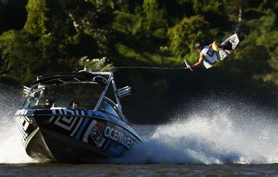 How A Wake Boat Works by How Wakeboarding Works Howstuffworks