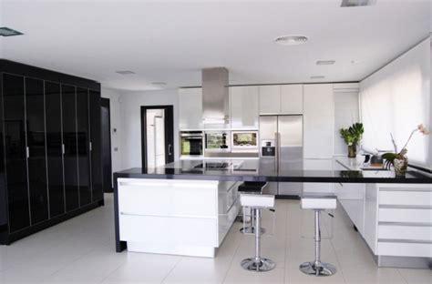 timeless black white kitchen designs   modern