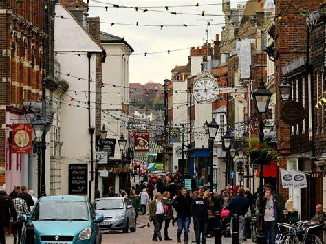 black friday boost  retail  report warns britain