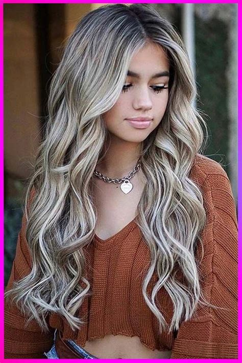 Hottest Long Layered Wavy Hairstyles for Womens with Round