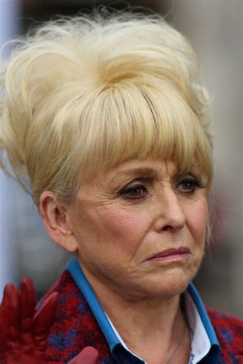 Dame Barbara Windsor 'benötigt eine 24-Stunden-Betreuung ...