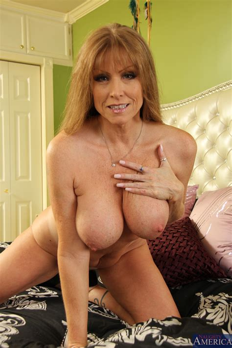 Busty Mom Is Giving Free Sex Lessons Photos Darla Crane