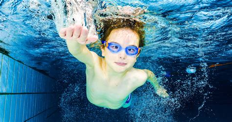 swimming pool photoshoot underwater portraits spencer cobby commercial photography