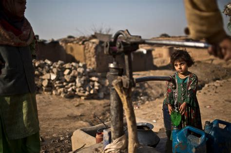 starved  energy pakistan braces   water crisis