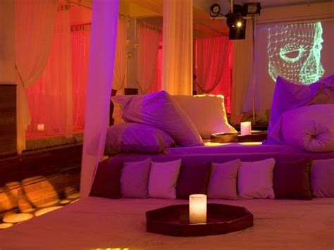 club bed restaurants serves dinner on beds not on table oneindia