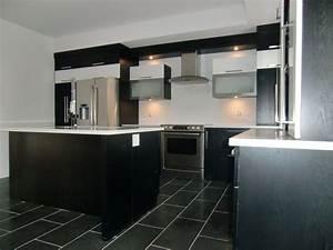 Cuisine Blanc Et Noir : armoire de cuisine moderne en thermoplastique couleur noir blanc et stainless cuisine moderne ~ Voncanada.com Idées de Décoration