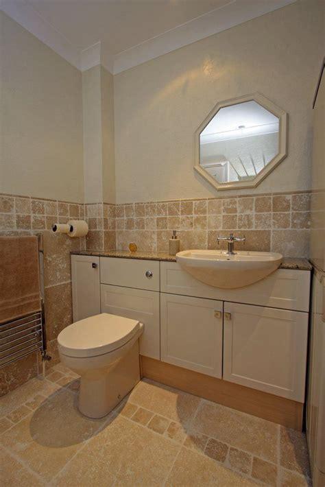 Travertine Bathroom Tiles by Best 25 Travertine Countertops Ideas On