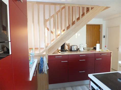 cuisine sous escalier cuisine bois