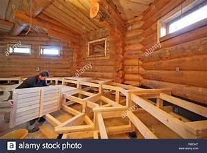 Große Weihnachtskugeln Für Außenbereich : tischler robby weiss arbeiten auf b nken f r eine gro e neue russische sauna am badegaerten lit ~ Eleganceandgraceweddings.com Haus und Dekorationen