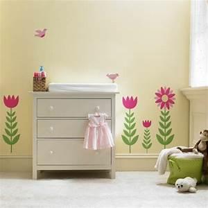 stickers chambre bebe fille pour une deco murale originale With chambre bébé design avec fleurs artificielles france