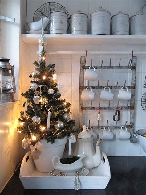 christmas decorations for kitchen 40 cozy christmas kitchen d 233 cor ideas digsdigs