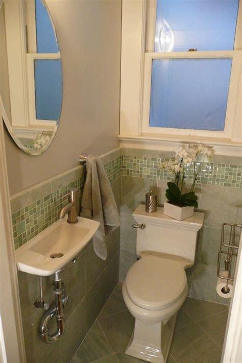 tiny half bathroom designs 25 best ideas about tiny powder rooms on