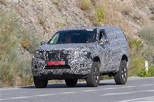 Next-gen 2019 Nissan Pathfinder Spied  Shows Radical Front End Design Change