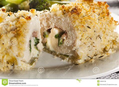 cordon bleu fait maison cordon bleu fait maison pan 233 de poulet photos libres de droits image 29056738