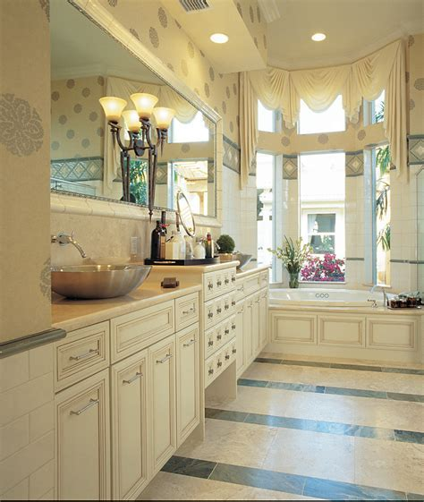 Graham Interiors, LLC   Omega Kitchens