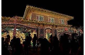Christmas Lights Music on Houses in Philippines