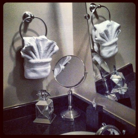 towel folding ideas for bathrooms 1000 images about decorating bath towels on