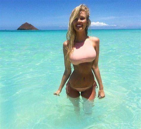 Seksi lepotice u bikiniju