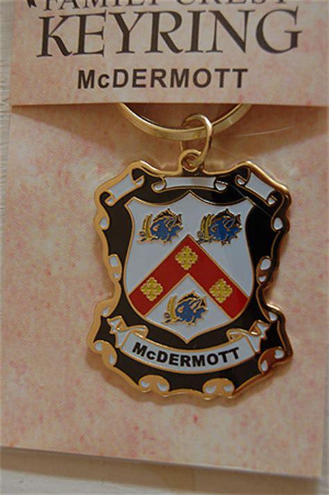 keyrings family coat  arms mcdermott keyring