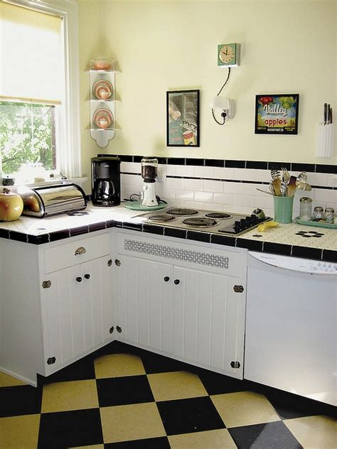 Vintage Kitchen Tile Backsplash by 50 S Kitchen Get S A 30 S Facelift I Like The
