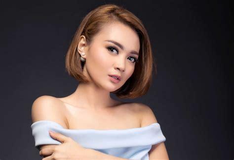 Wanita ngak sengaja buka celana dalam. indonesia berdikari: Lagi Heboh, Diajak Tidur Pejabat, Pedangdut Cantik Ini Posting Video ...