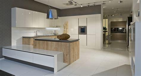 U Küche Modern by Moderne Grifflose U K 252 Che Wei 223 Mit Eiche Kombiniert