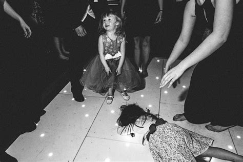wedding photographer captures  chaos  people