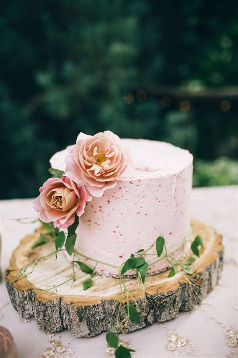 where to get wedding cakes best 25 strawberry roses ideas on roses 1283