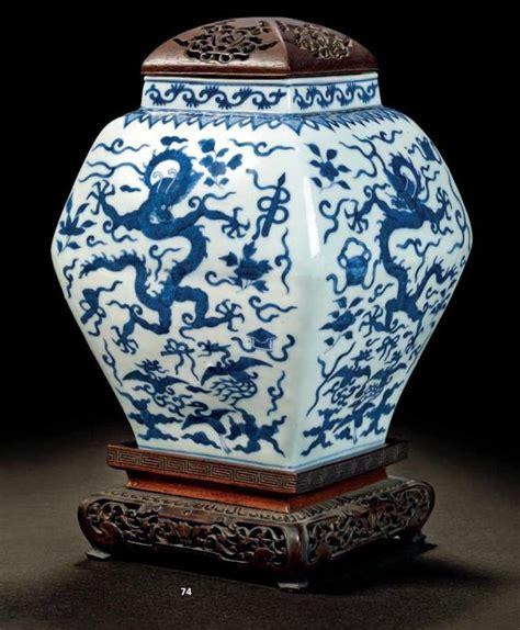 jarre en porcelaine bleu blanc dans le style de la dynastie ming chine dynastie qing 1644