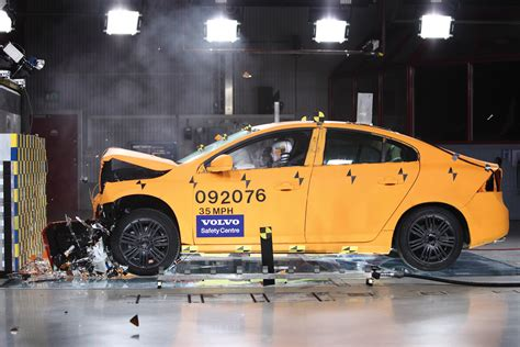 crash test si鑒e auto volvo safety center s60 frontal collision test eurocar
