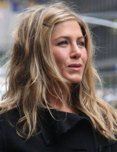 Jennifer Aniston Long Hairstyle: Tousled Waves   Pretty