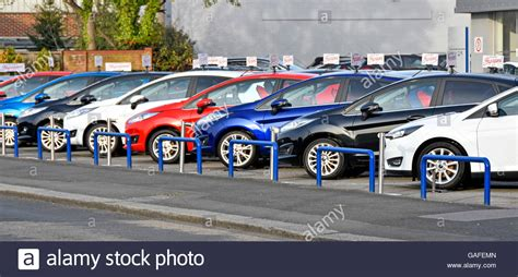 car dealer display   cars  sale  main ford