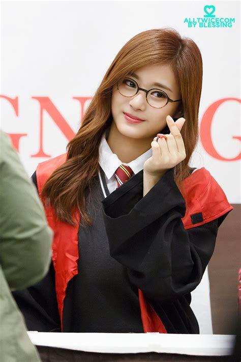 Tzuyu İn Harry Potter Costume Looks So Cute 女の子 女性 韓国美人