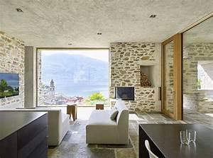 Svizzera  Una Casa Di Pietra Perfettamente Integrata Al